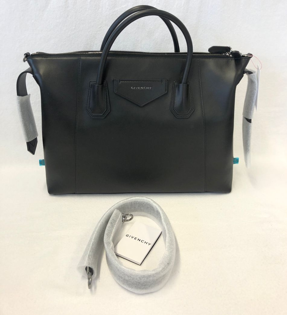 Givenchy Antigona Soft Medium leather tote P00478235